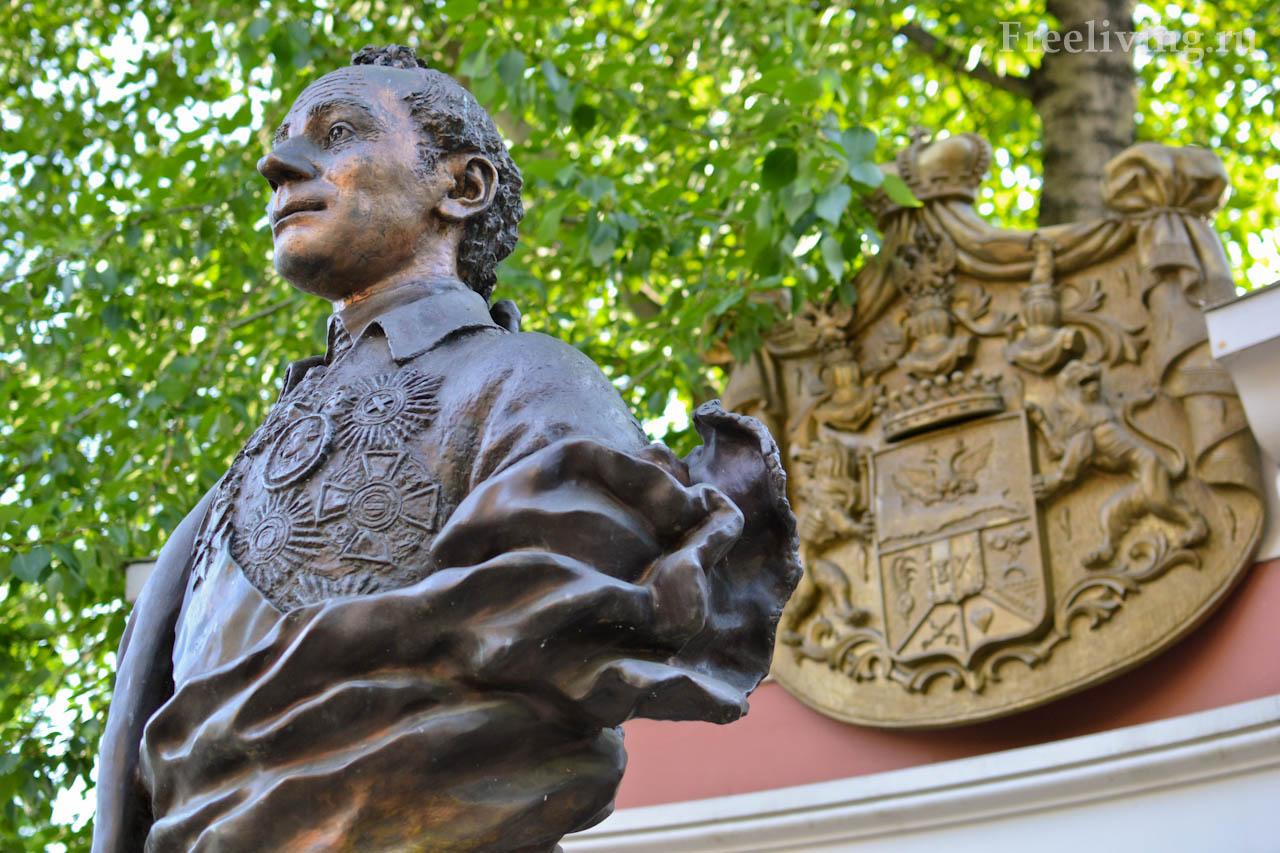 Памятник Суворову в Екатерининском парке, Москва